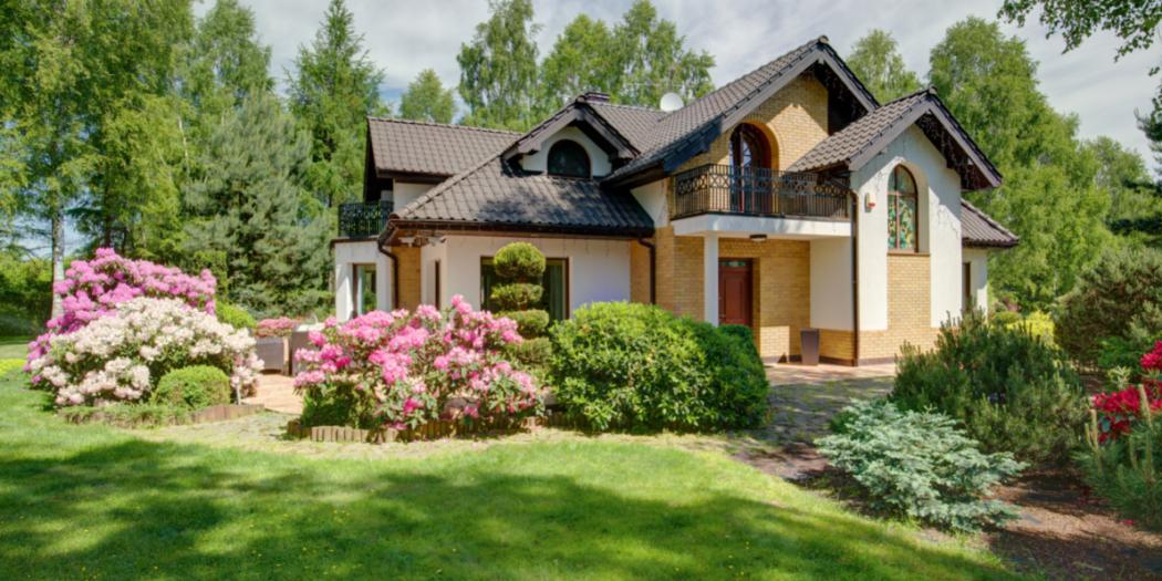 klasyczna rezydencja z ogrodem