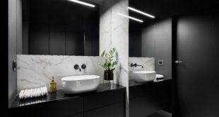 elegancka czarna łazienka z oświetleniem