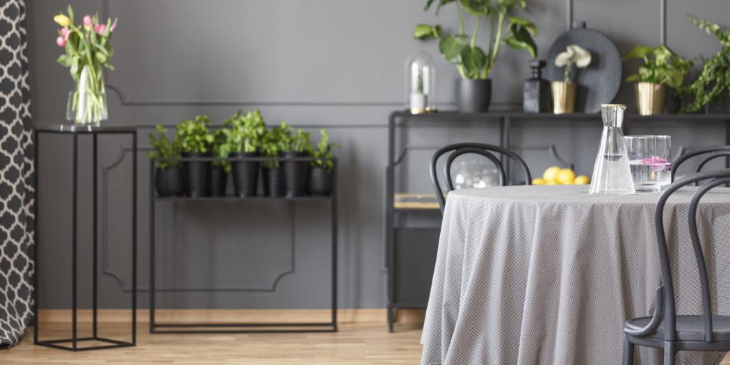 jadalnia obrus na stole