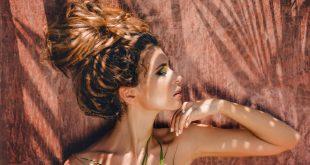 kobieta na pustyni słońce twarz