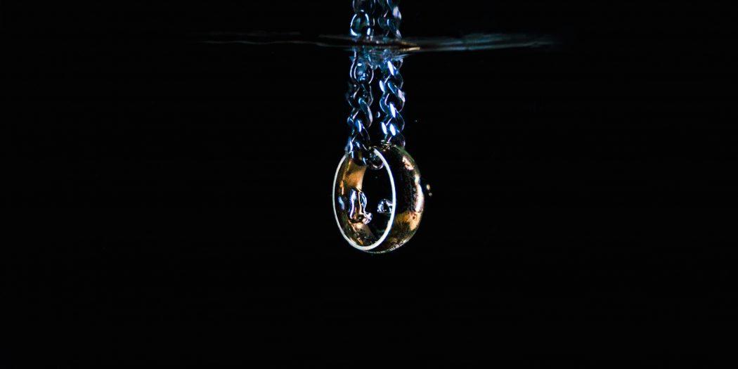 lord of ring pierścień w wodzie