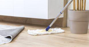 mycie podłogi mopem