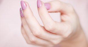 paznokcie pudrowy róż