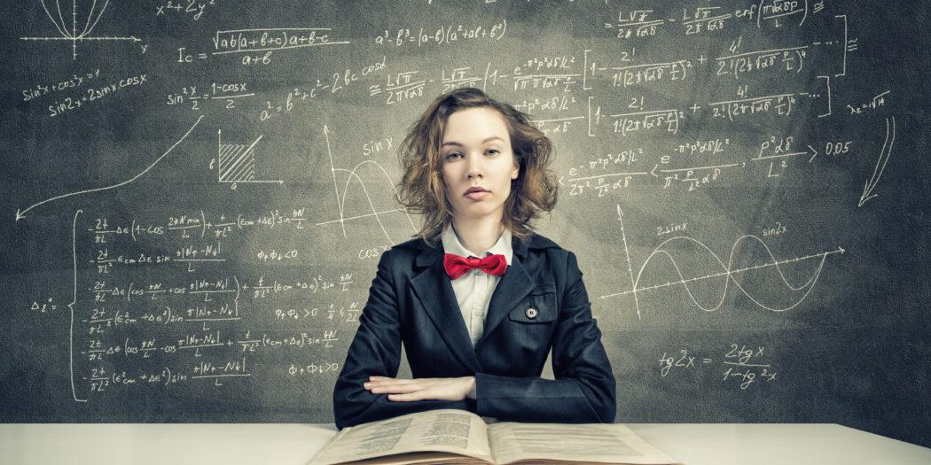 studentka nad starą księgą
