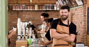 właściciel franczyzowej kawiarni