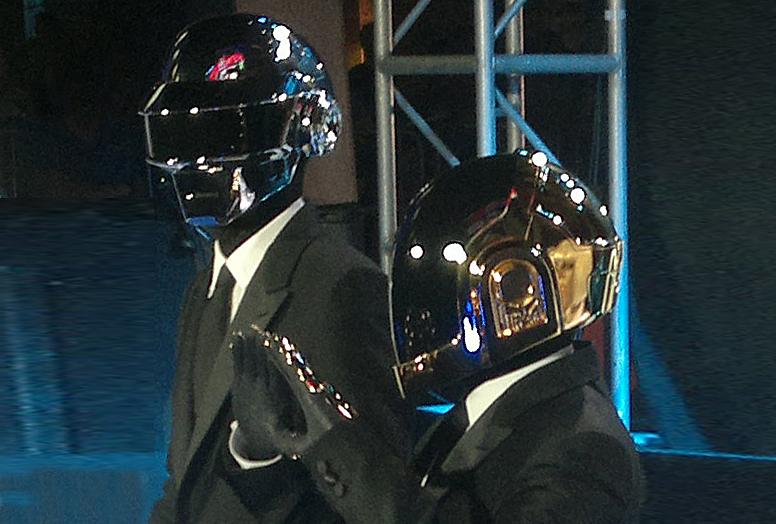 Daft Punk podczas premiery filmu Tron: Dziedzictwo w 2010 roku. Od lewej: Thomas Bangalter, Guy-Manuel de Homem-Christo