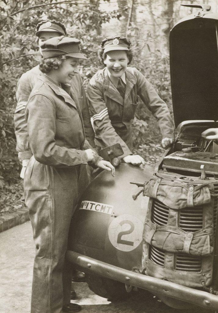 Elżbieta w  Auxiliary Territorial Service w 1945 roku