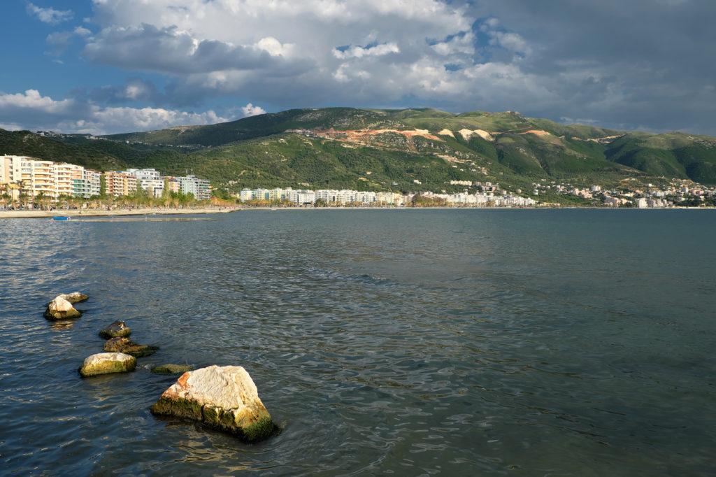 Vlora miasto i plaża Albania