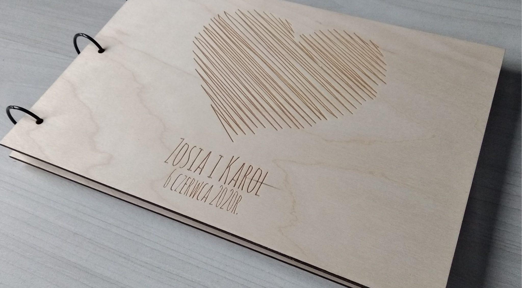Album w drewnianej oprawie
