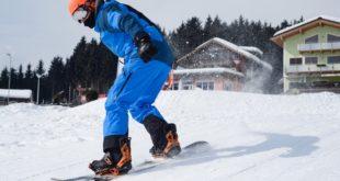 człowiek na nartach