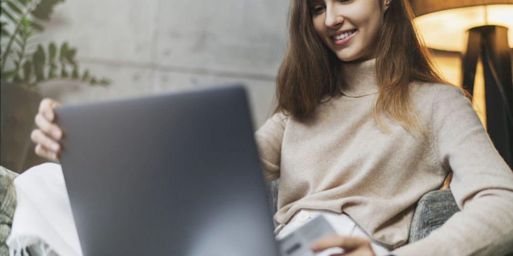 kobieta laptop cashback