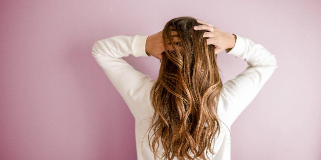 kobieta piękne włosy