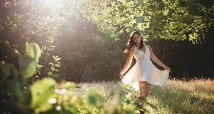 kobieta w letniej sukience