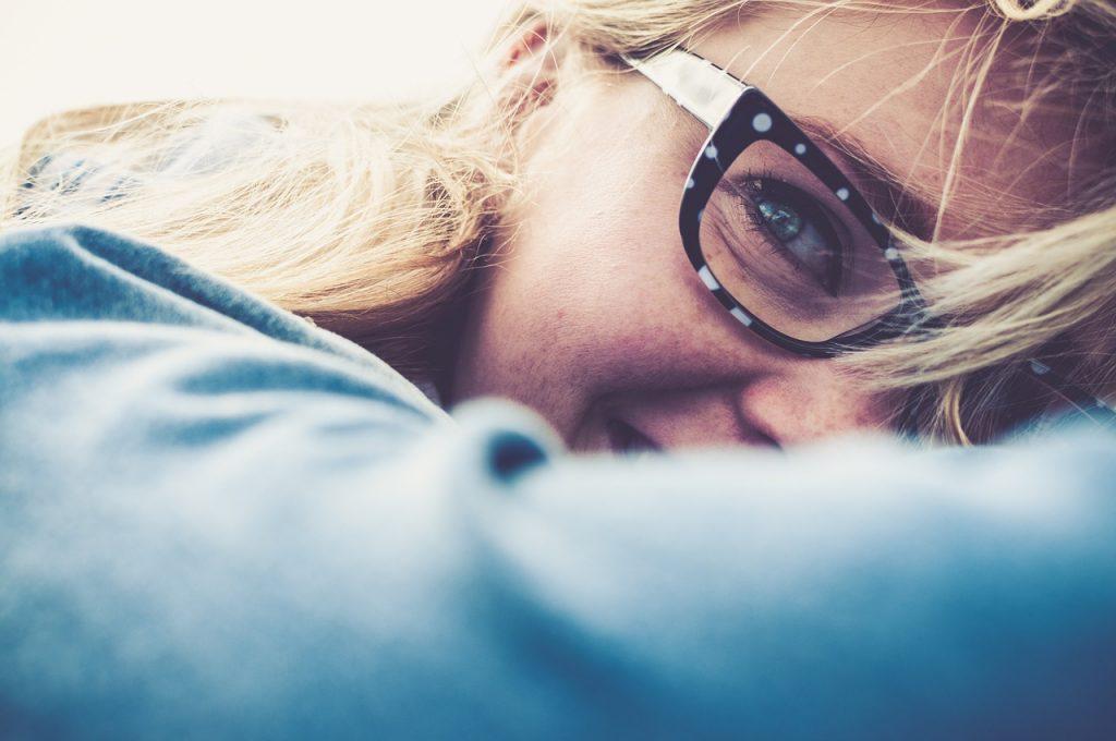 kobieta w okularach zbliżenie