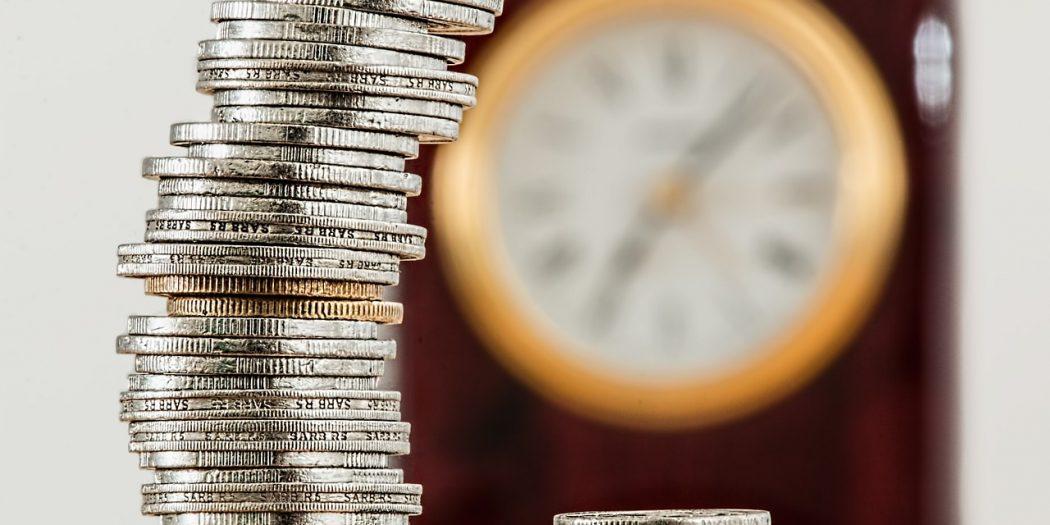 konto oszczędnościowe pieniądze na stosie