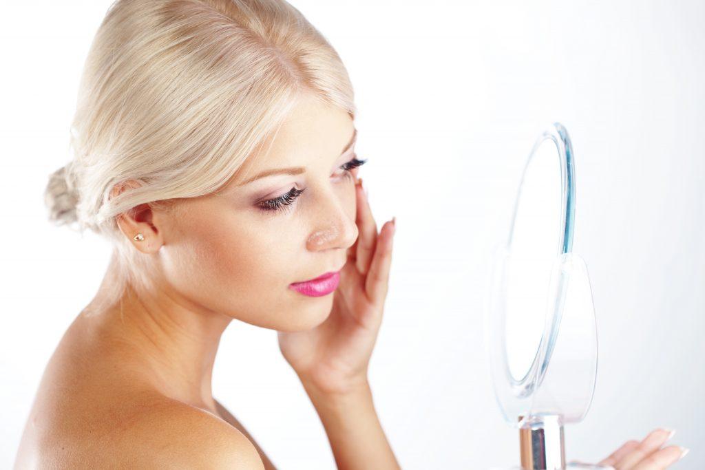 pielęgnacja ciała przed lustrem