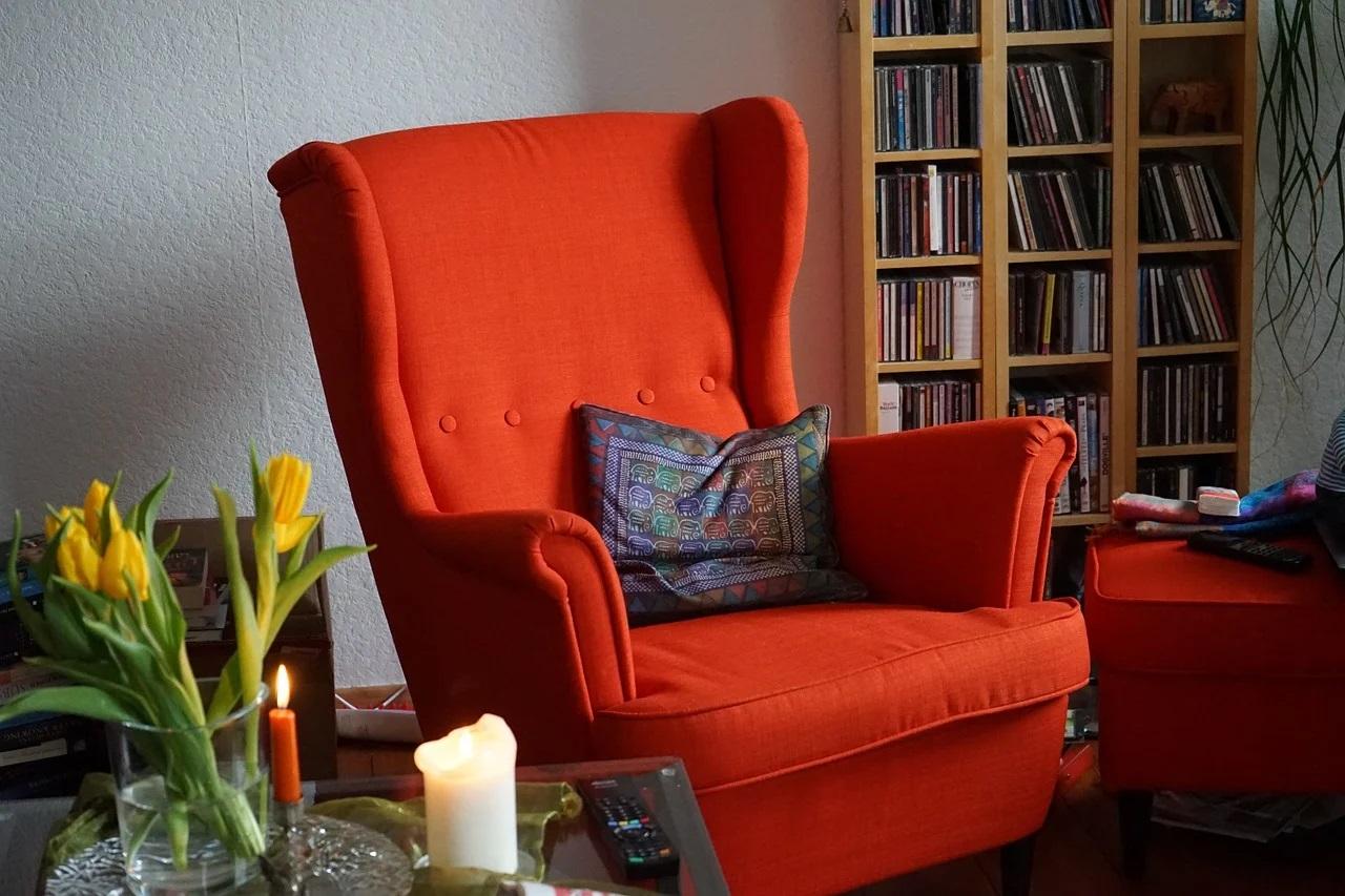 pomarańczowy wygodny fotel