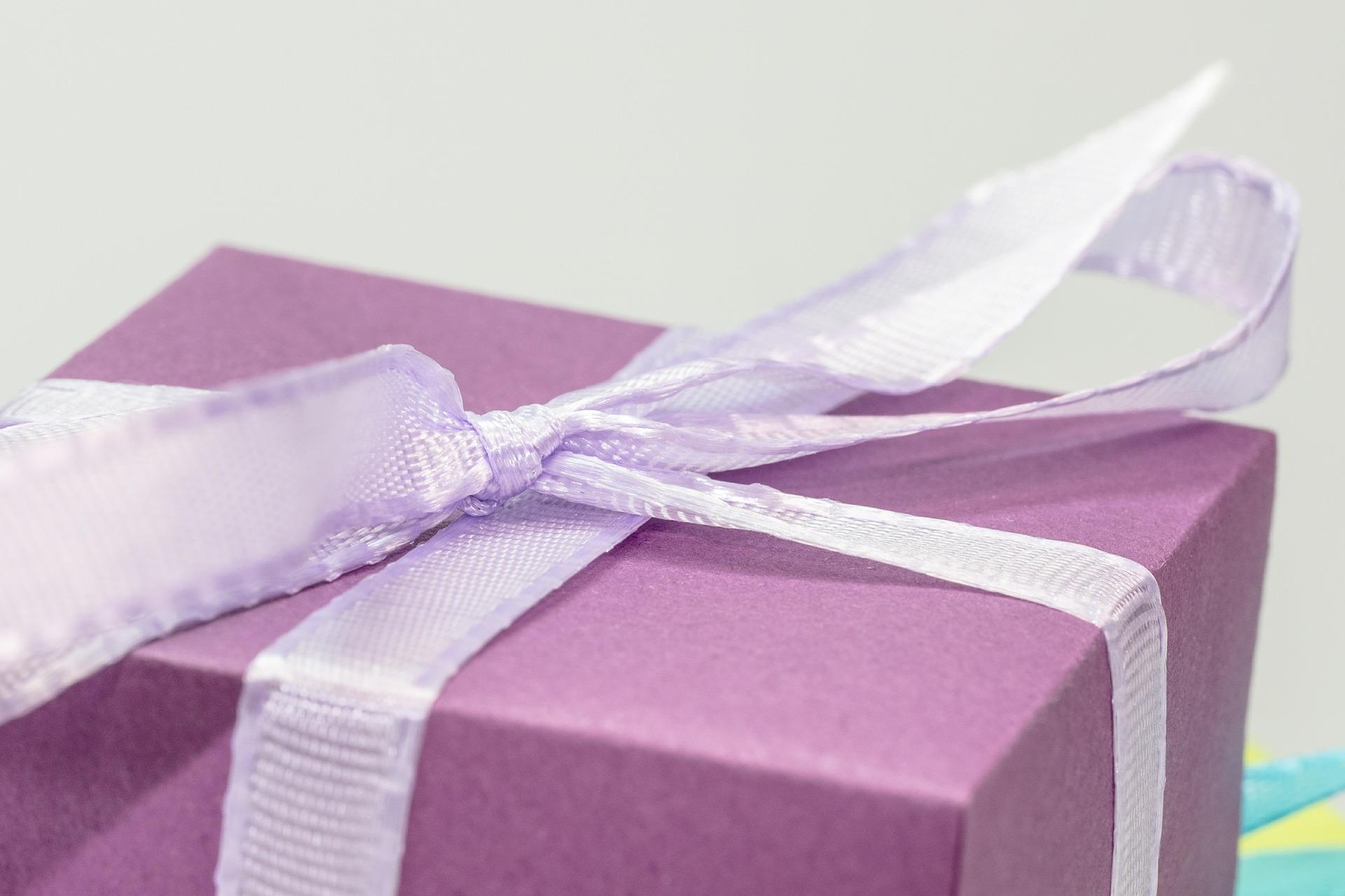 różowy prezent
