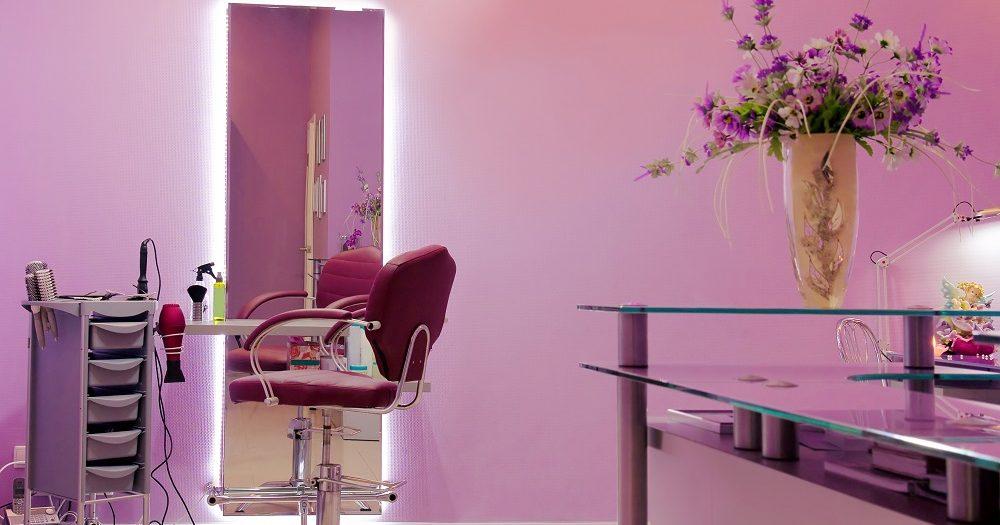 różowy salon fryzjerski