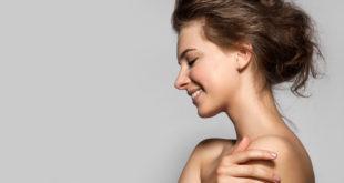 uśmiechnięta kobieta piękna skóra