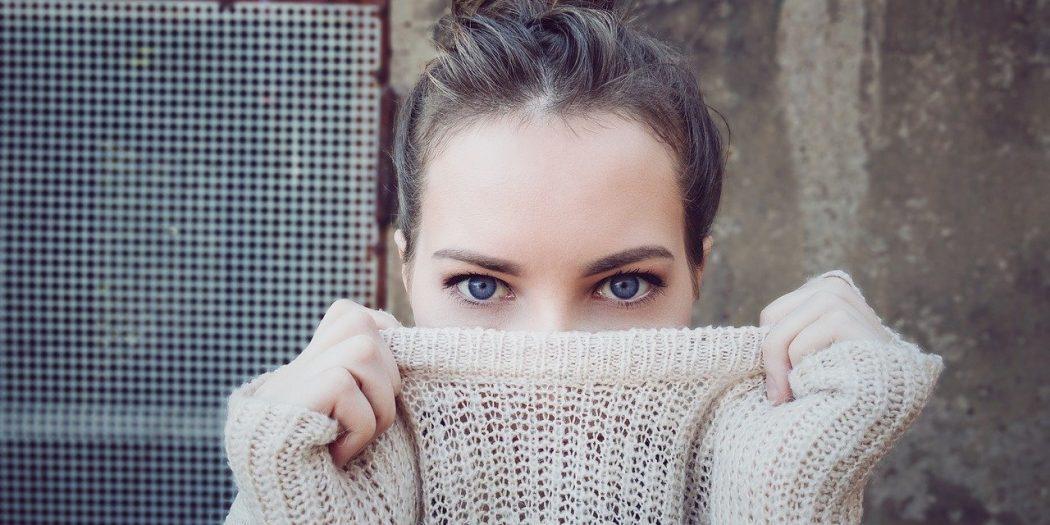 kobiece oczy soczewki kontaktowe