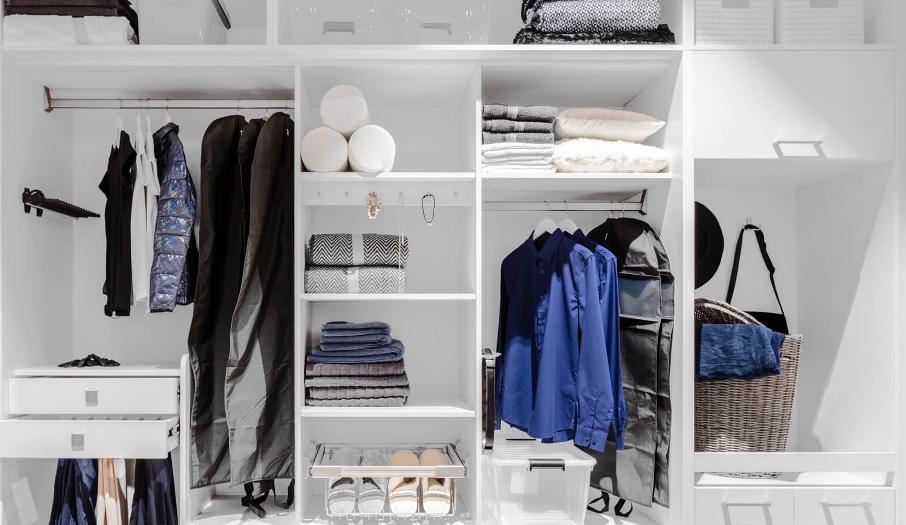 garderoba uporządkowana