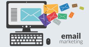 Komputer podczas wysyłania mailingu
