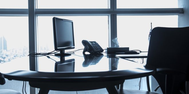 biuro widok na biurko