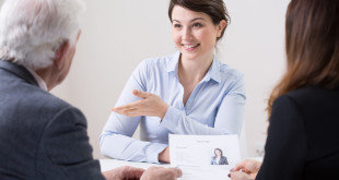 Duże znaczenie ma napisanie dobrego CV oraz późniejsza rozmowa rekrutacyjna | fot.: Fotolia
