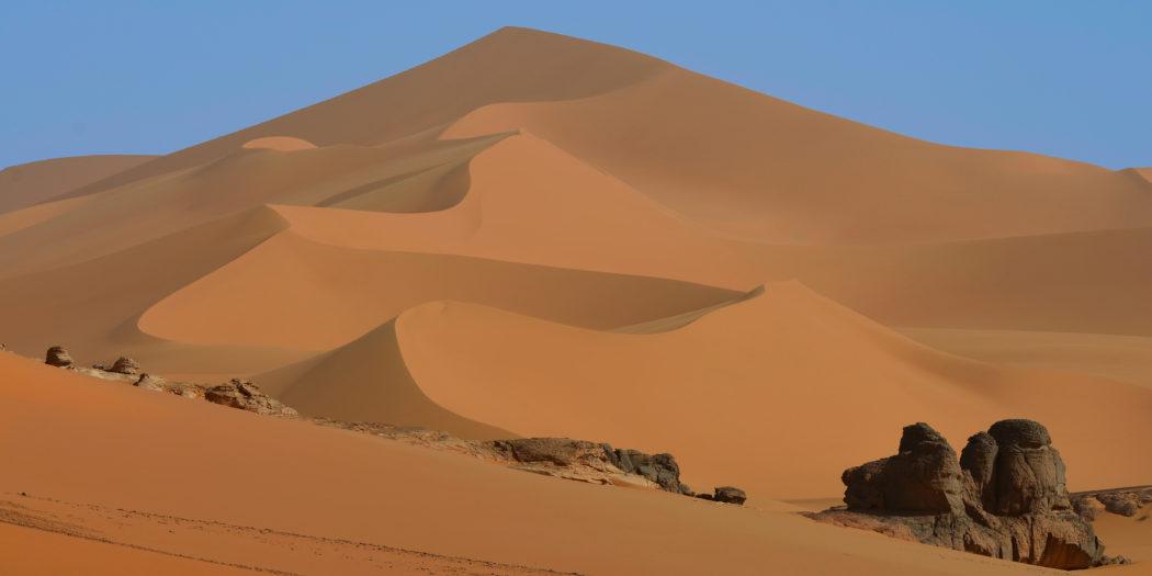 Wydma na Saharze w Algierii