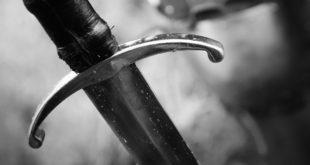 Średniowieczny miecz z filmu fantasy