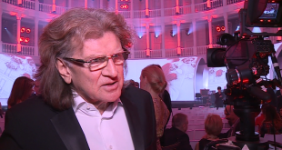 Wodecki nie kryje satysfakcji z tego, że został uhonorowany prestiżową nagrodą Róża Gali w kategorii muzyka   fot.: Newseria