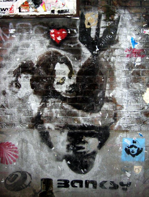 Dziewczynka przytulająca bombę Banksy