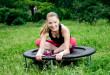 Skoki na trampolinie podnoszą poziom endorfin niezbędnych do utrzymania dobrego nastroju | fot.: Fotolia