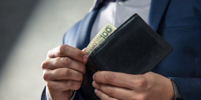 100 zł w portfelu