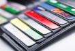 Klienci nie wiedzą na przykład o tym, iż prowizja którą płaci sklep za akceptowanie kart jest doliczona do ceny towaru | fot.: Fotolia