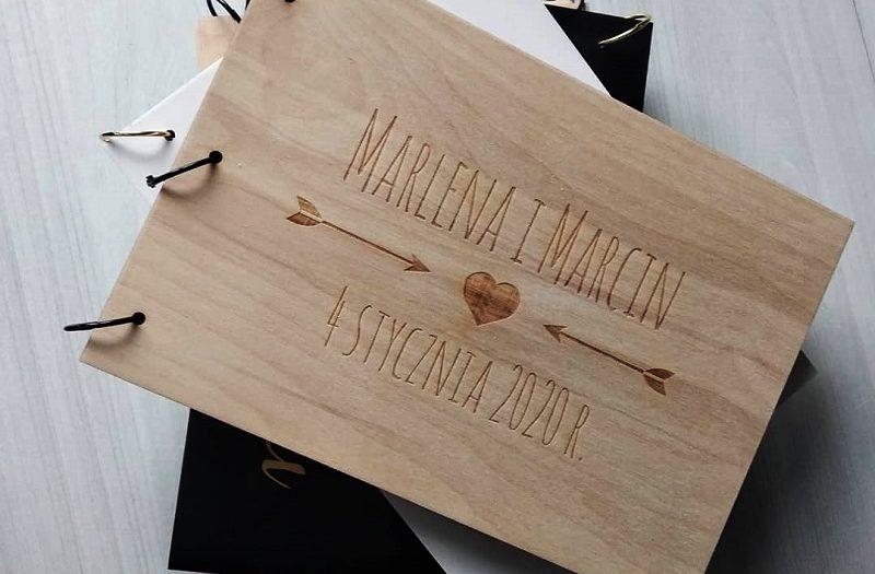 album na zdjęcia w drewnianej oprawie jako prezent