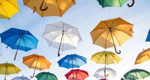 Instalacja artystyczna - parasolki