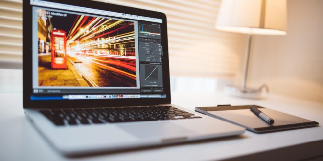 Komputer z ładnym ekranem