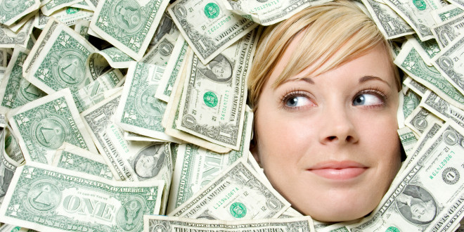 Kobieta otoczona pieniędzmi