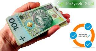 Banknoty 100 zł w dłoni