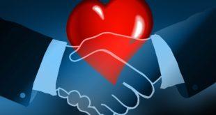 Uścisk dłoni i serce