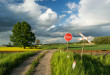 Slow driving to moda na jeżdżenie bocznymi drogami dla przyjemności, nie od punktu A do punktu B   fot.: Fotolia