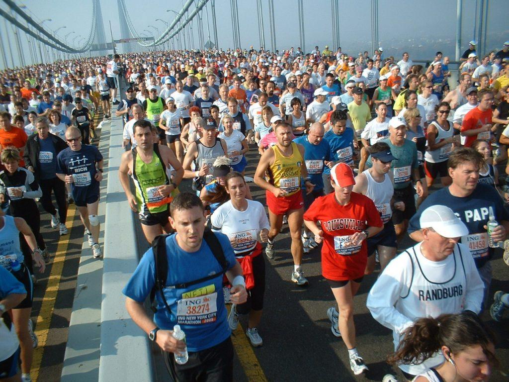 Maraton Nowojorski. Maratończycy na moście Verrazano-Narrows