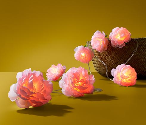 Łańcuch świetlny LED z diodami ozdobionymi kwiatami