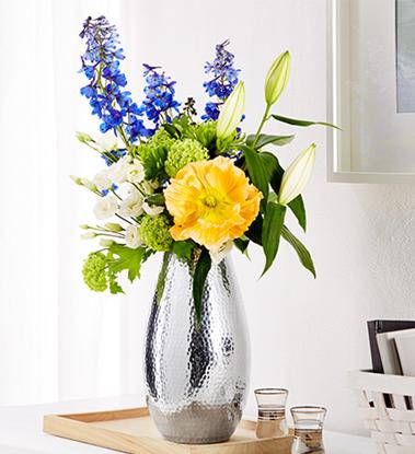 Podłużny wazon stylizowany na wybijany