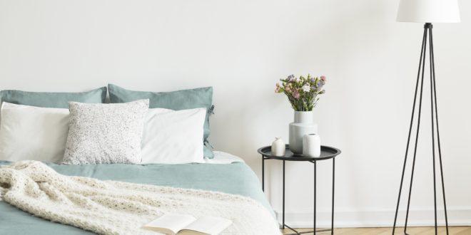 Designerska lampa w sypialni
