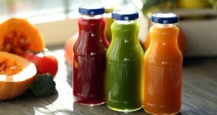 soki wyciskane w szklanych butelkach