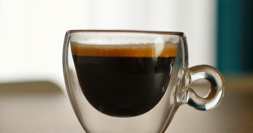 espresso w przezroczystej filiżance