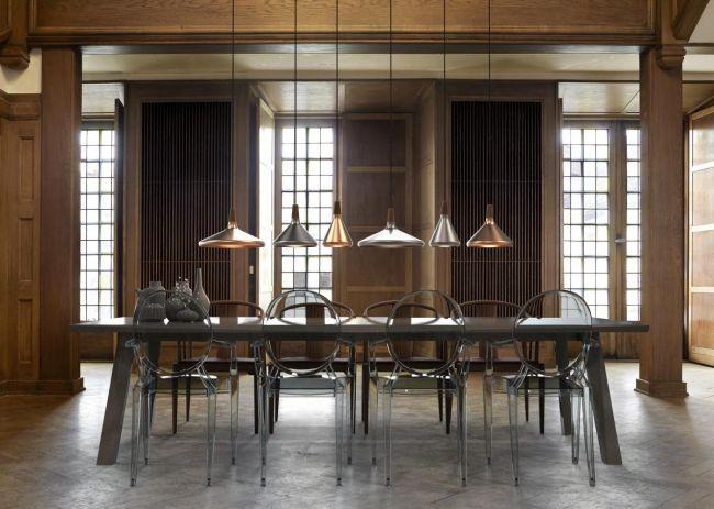 Lampy wiszące nad stołem